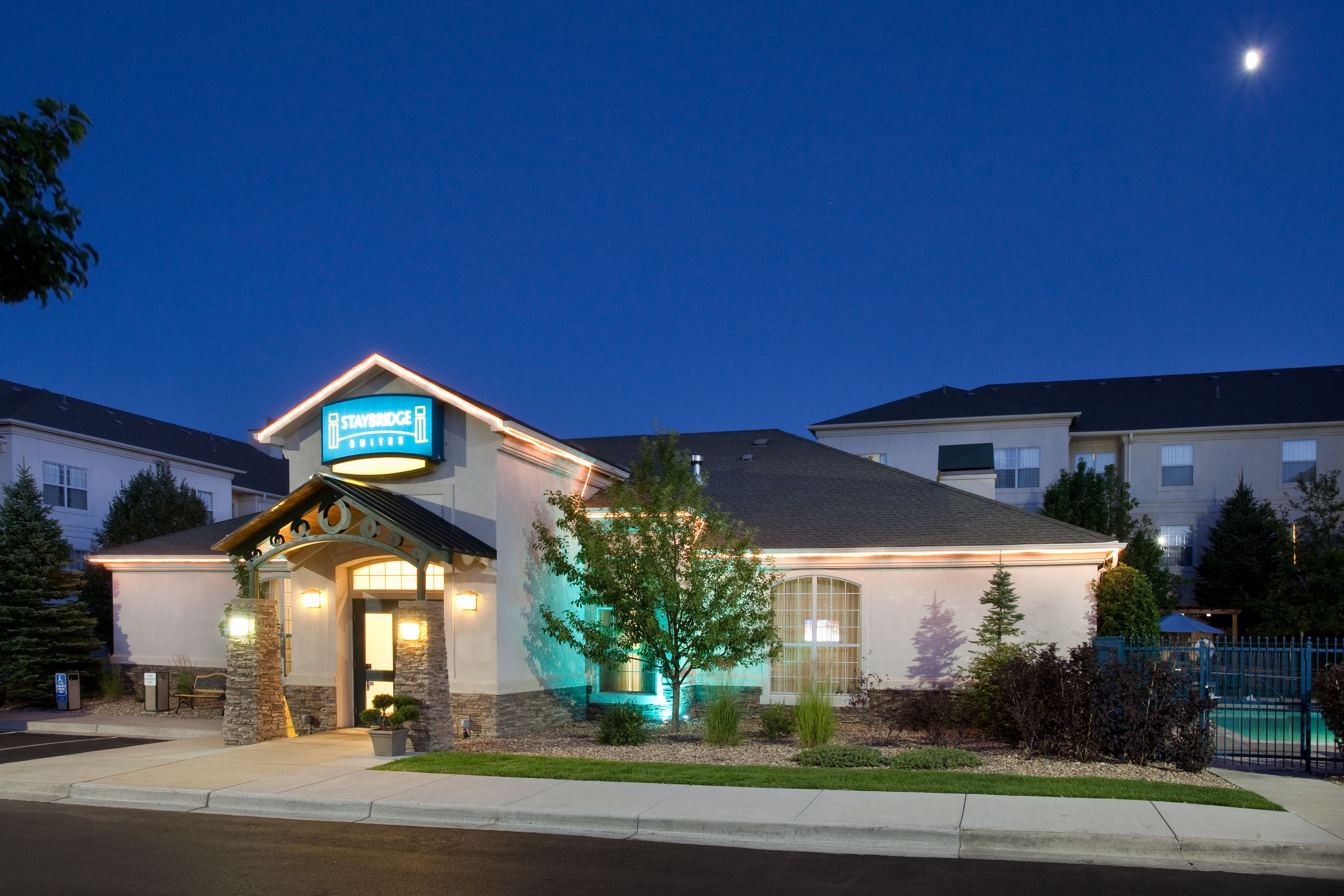American Hotel And Suites Denver