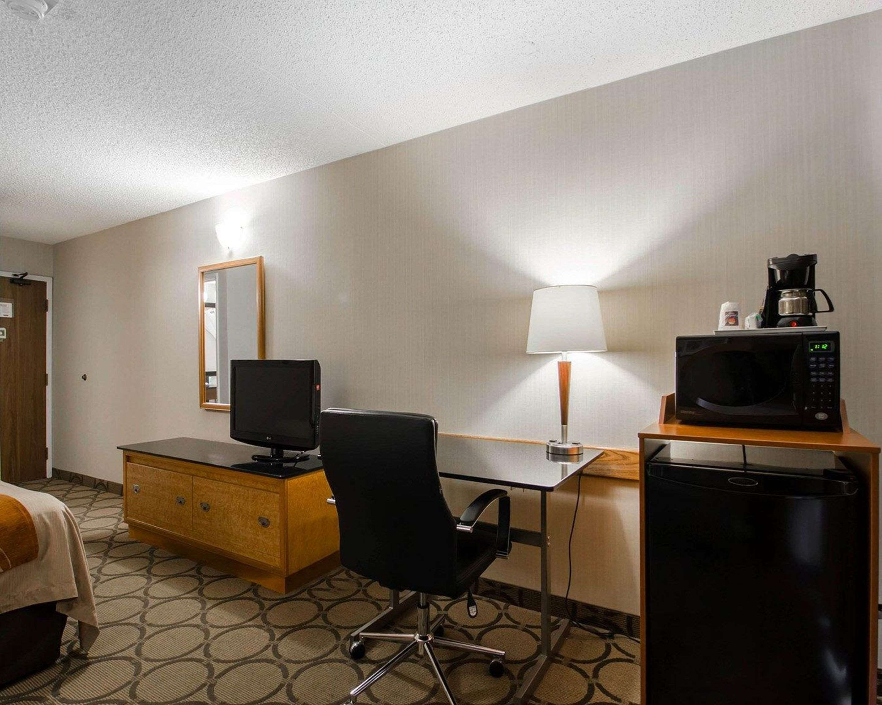 Comfort Inn in Prince Albert: Guest room with added amenities