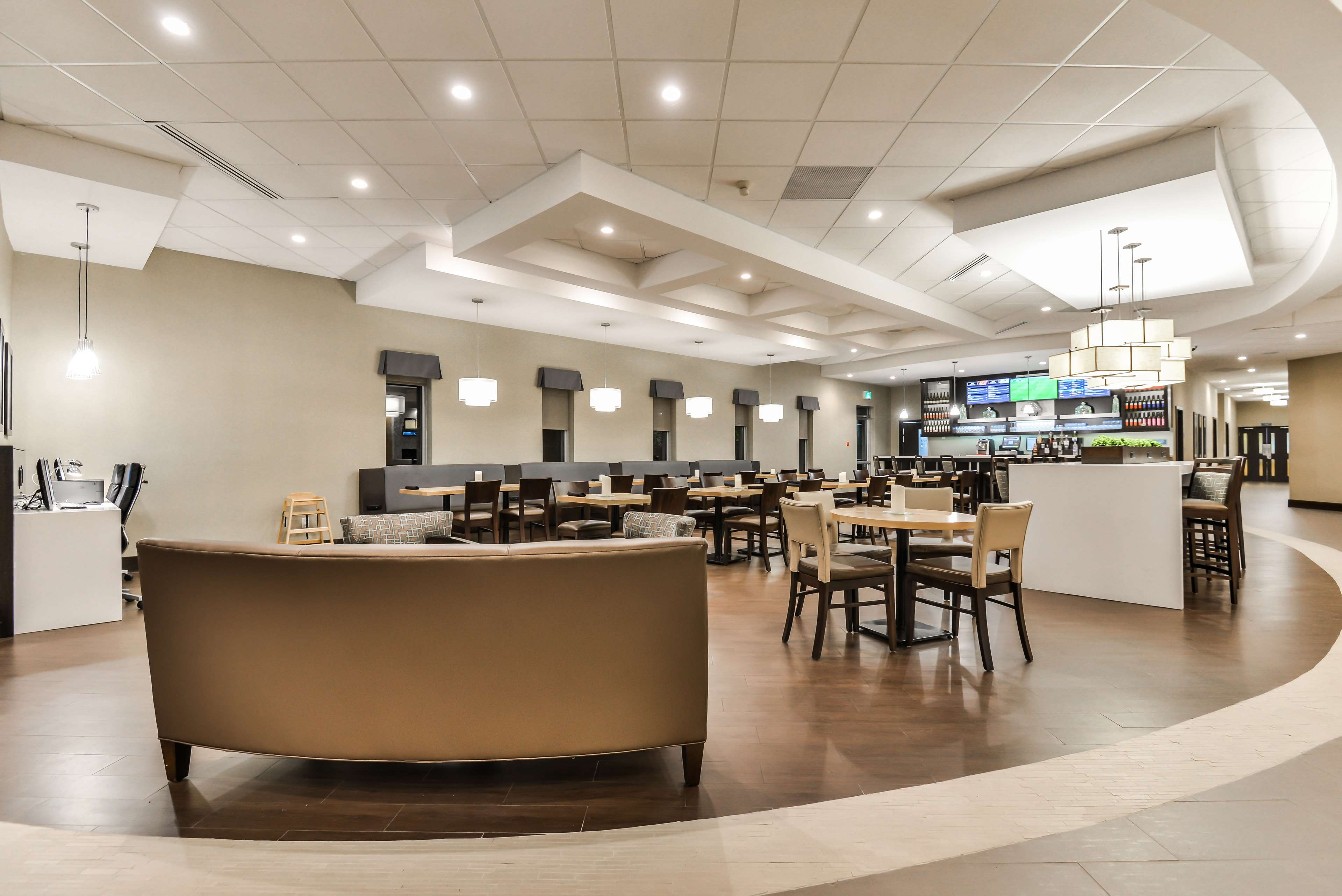 Bistro Seating Area Best Western Plus Leamington Hotel & Conference Centre Leamington (519)326-8646