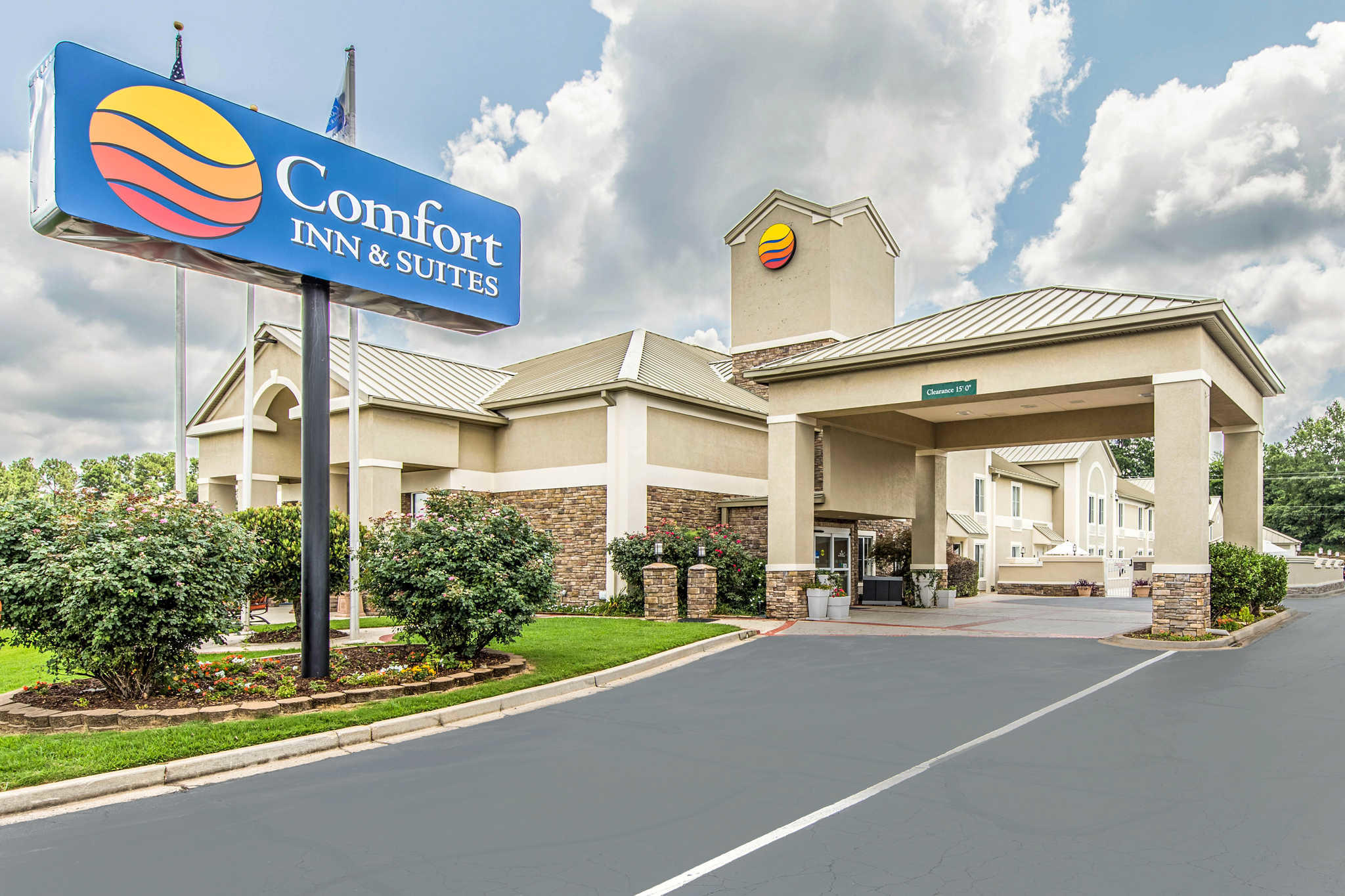 Comfort inn suites in greenwood sc 29649 for Comfort inn suites pillows