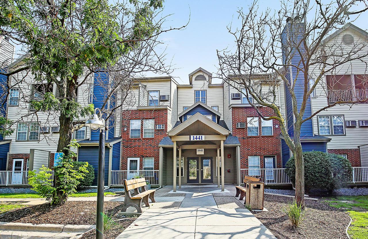 Felix Apartment Homes Burnsville