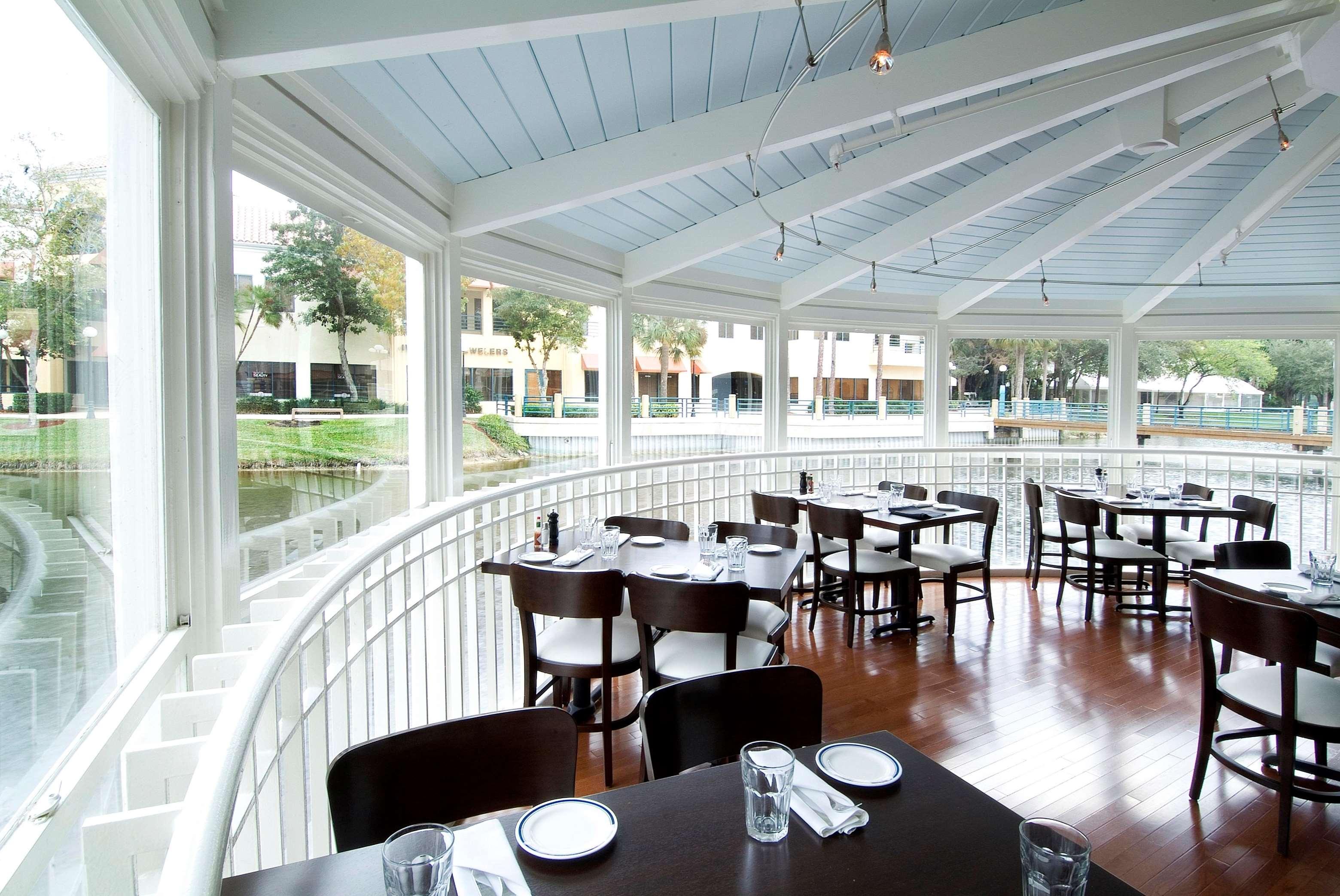 Hilton boca raton suites boca raton florida fl for Fish restaurants in boca raton