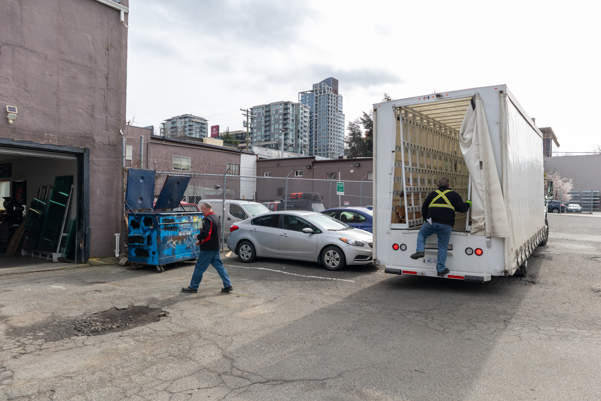 Capital Auto Glass & Upholstery Ltd in Victoria: Capital Auto Glass - Downtown Victoria (Pembroke) Glass Delivery