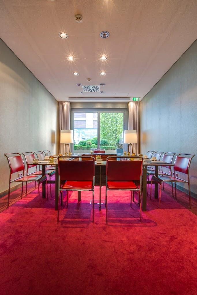 radisson blu media harbour hotel d sseldorf bar in d sseldorf hammer strasse 23. Black Bedroom Furniture Sets. Home Design Ideas