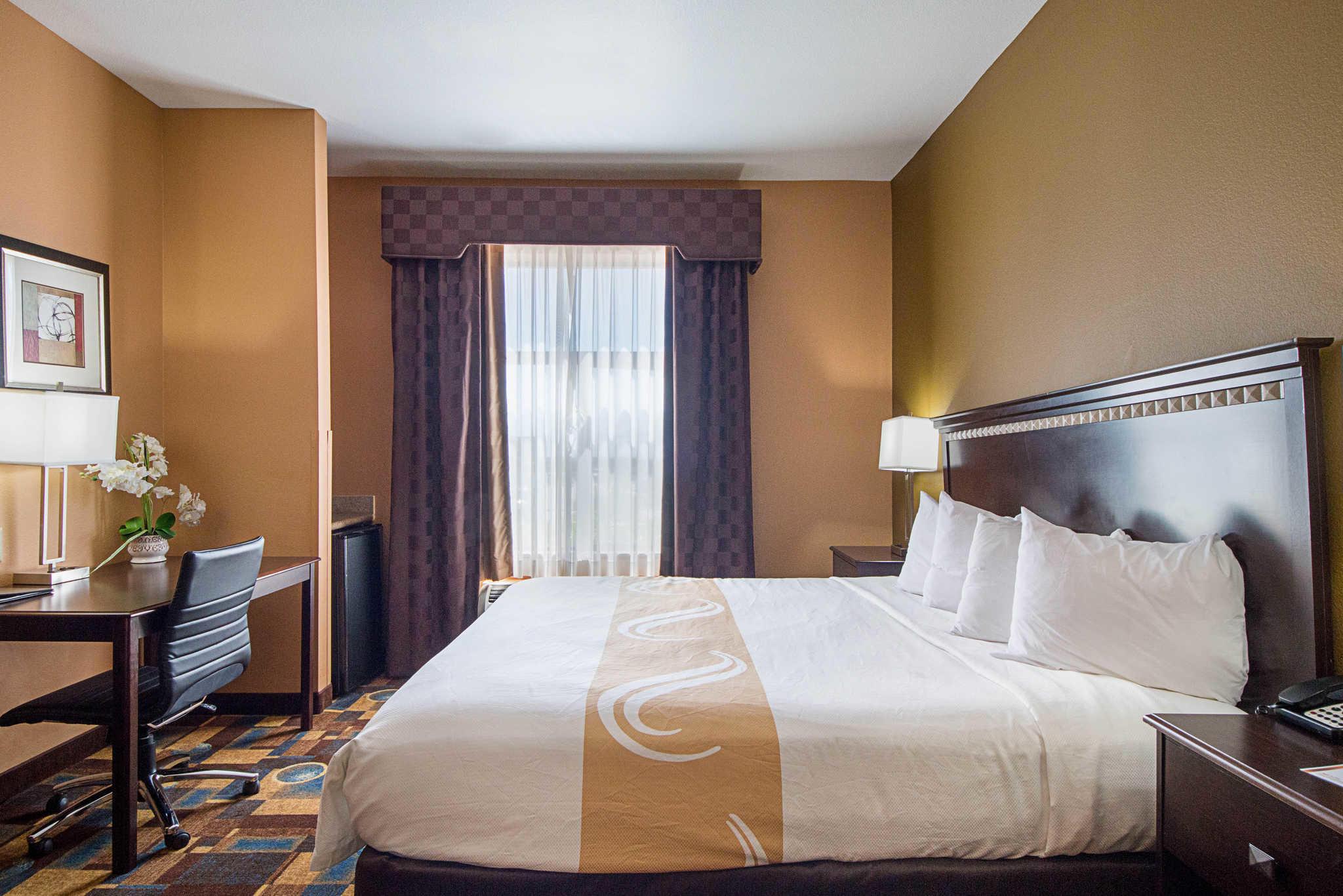 Quality Inn Amp Suites Hotels Buda Texas
