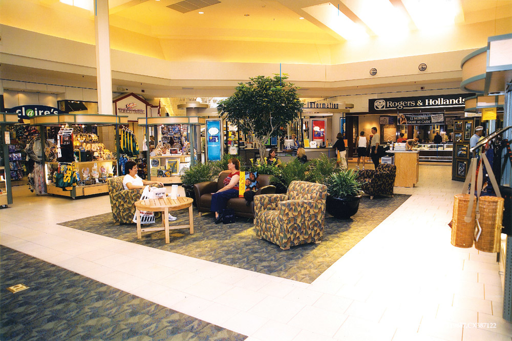 Bay Park Square is located on Oneida Street in Green Bay, just one mile south of historic Lambeau Field. The mall is home to Kohl's, Shopko, and more than specialty retailers including Aeropostale, American Eagle Outfitters, Apricot Lane, Bath & Body Works, Buckle, Express, Gap, Gymboree, LOFT, Old Navy, Tilly's, Victoria's Secret, and dnxvvyut.mlon: Bay Park Sq, Green Bay, , WI.