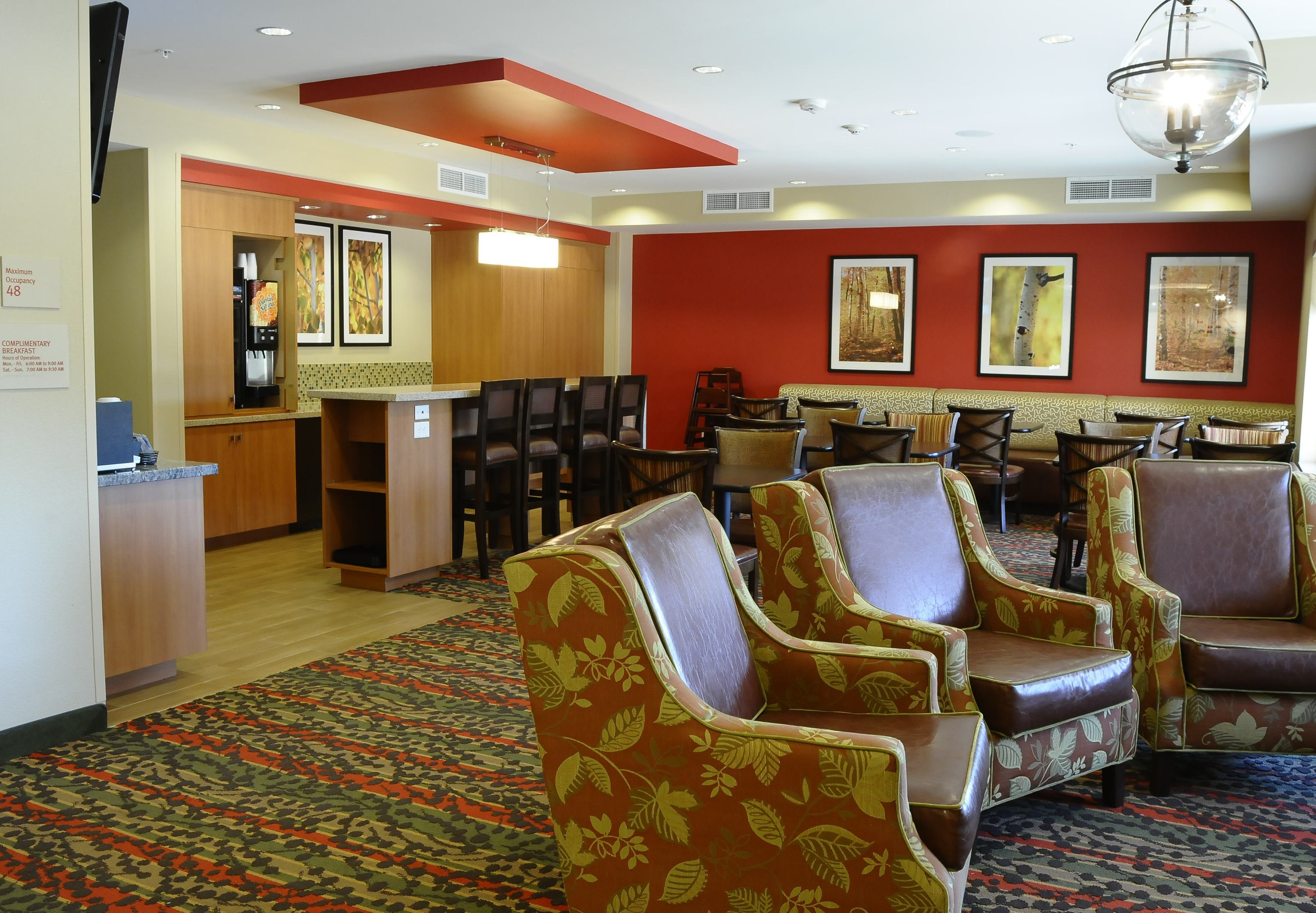 Contacting Marriott Customer Service Center. The Marriott Hotel is a well-known hotel with locations all over the world. The official website provides visitors with a breakdown of the Rewards program, available rooms and current specials and deals for travelers.