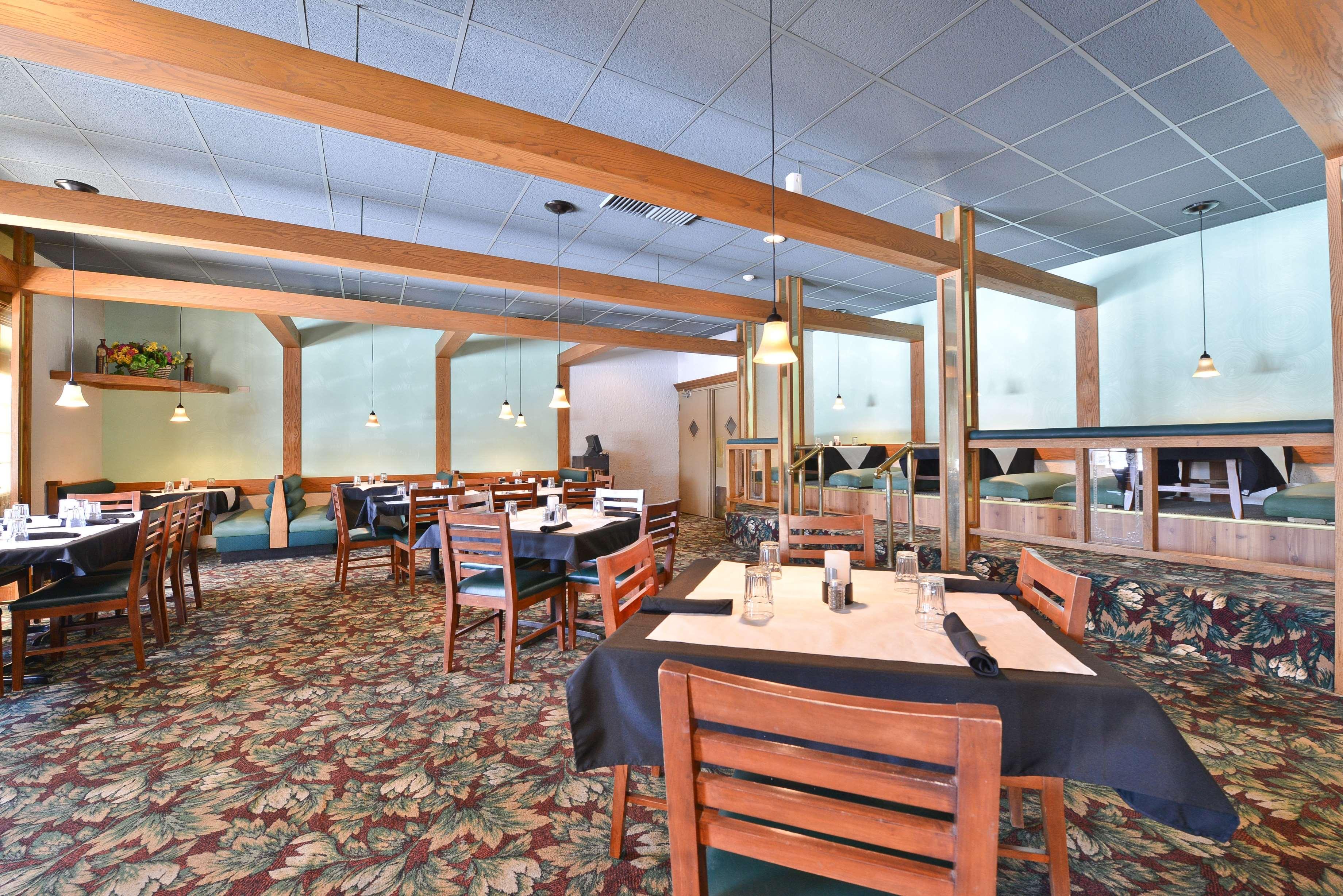 Best Western Prairie Inn Amp Conference Center Galesburg