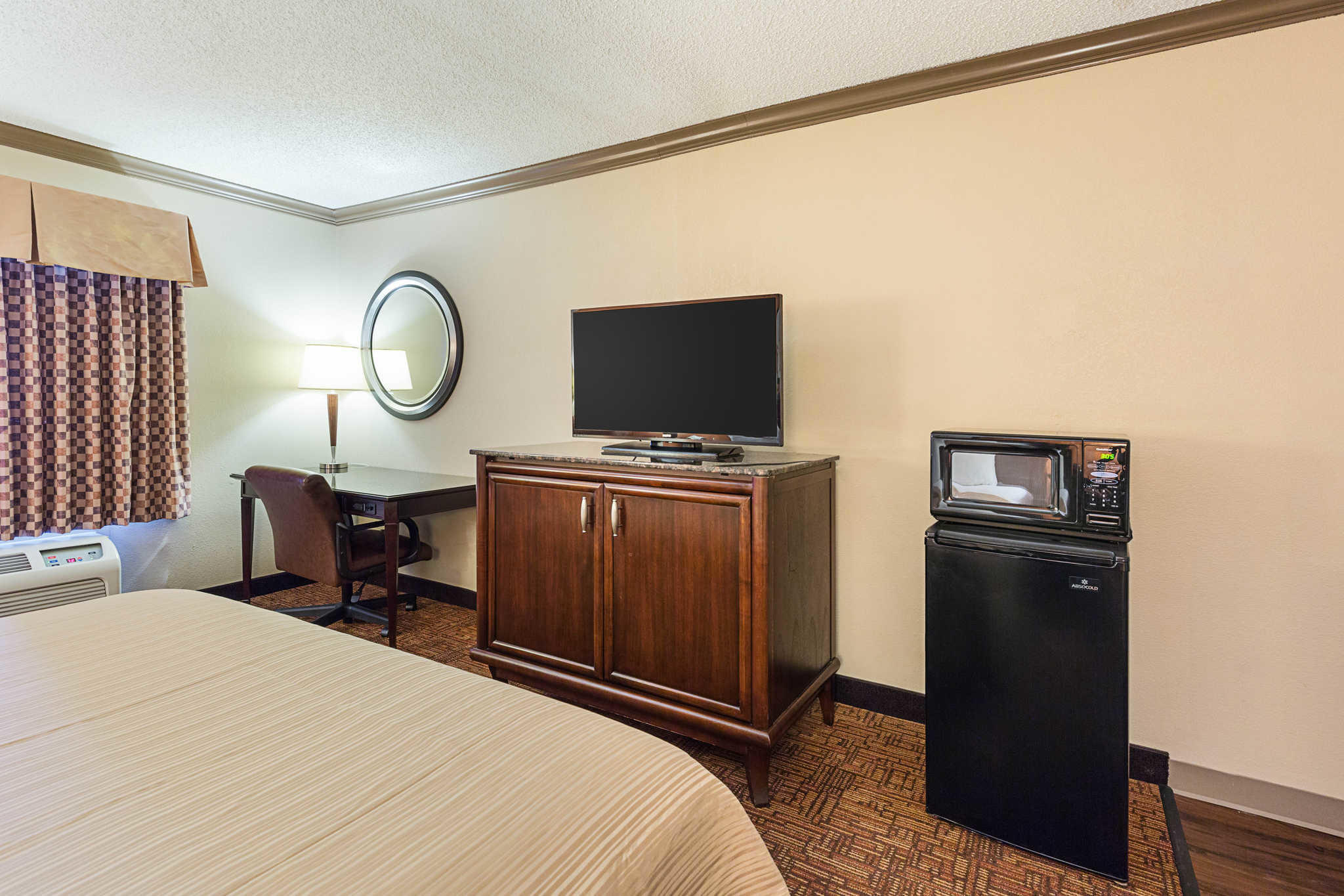 Quality inn suites coupons beaumont tx near me 8coupons for Q furniture beaumont texas
