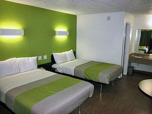 Motel 6 Harvey image 3