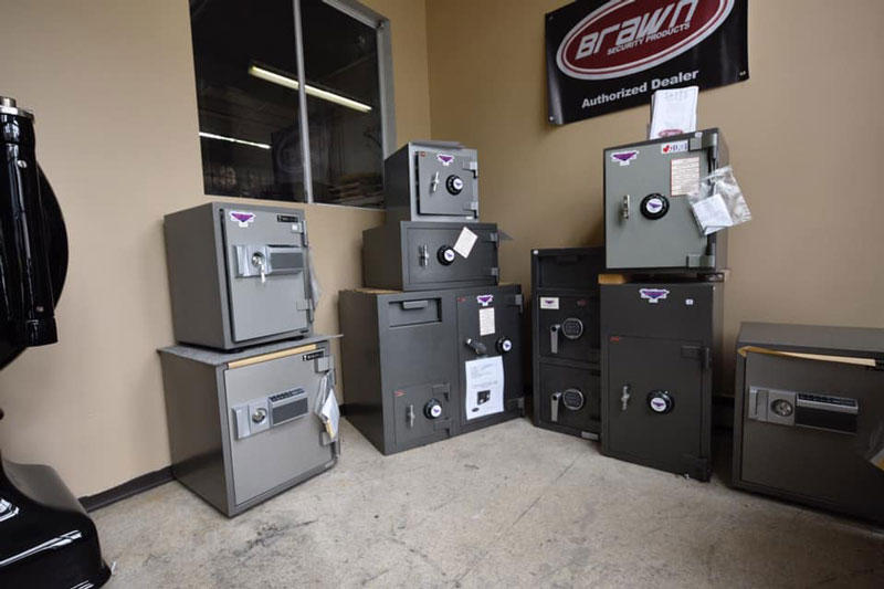 West Coast Mobile Locksmiths in Burnaby: With the latest and most advanced technology, we can aid in everything from opening safes as well as reprogramming your car keys for you, on-site.