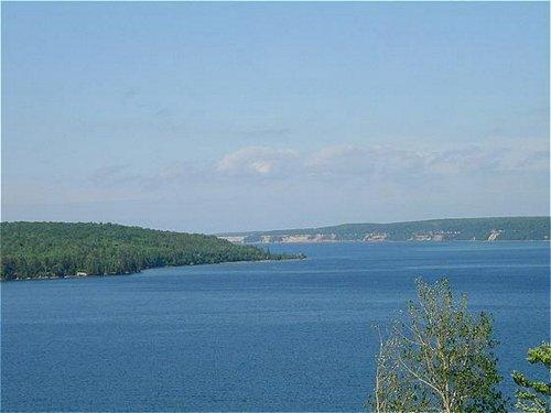 Holiday Inn Express Munising-Lakeview image 1