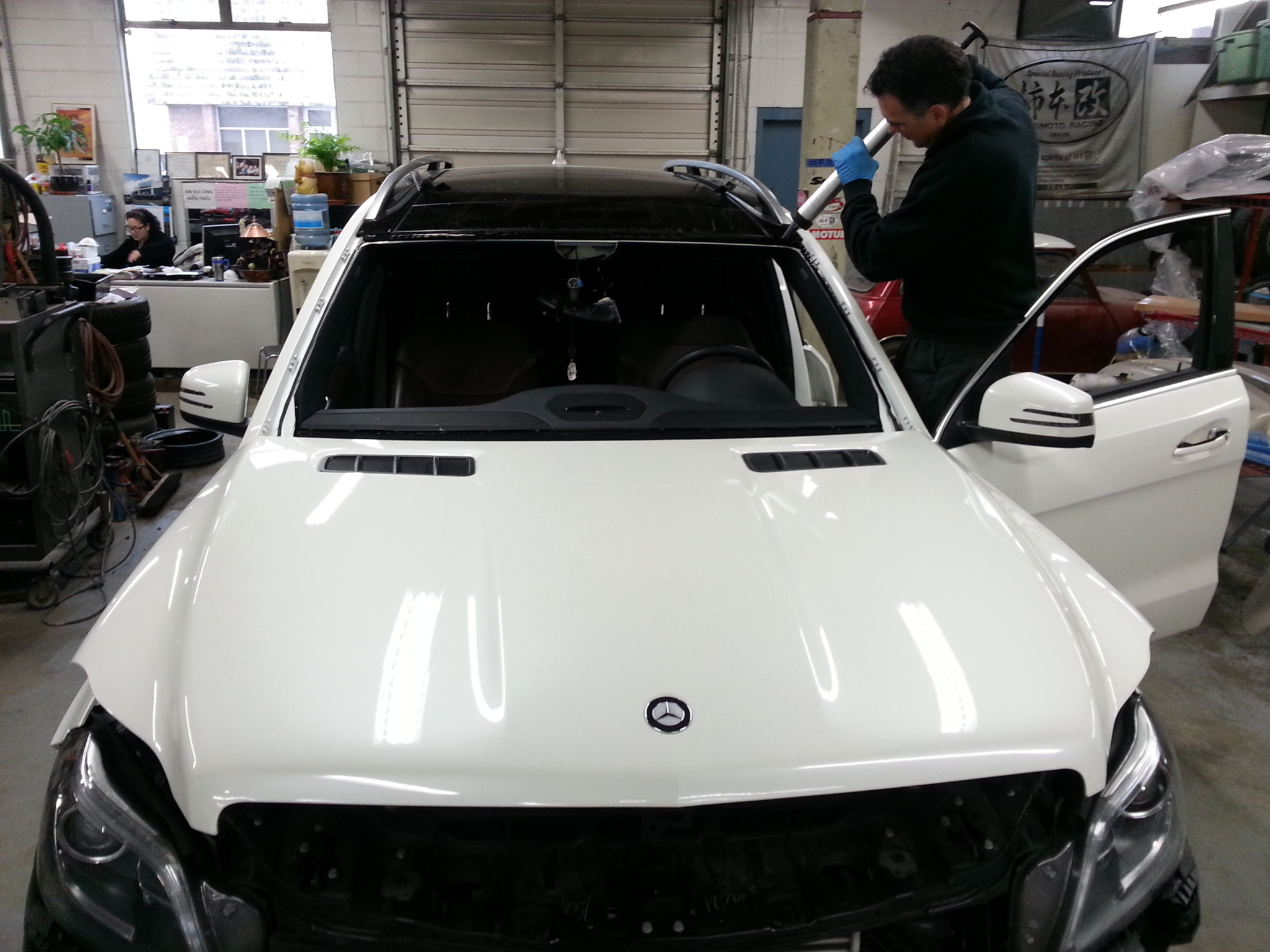 Penney Auto Body in Vancouver: Penney Auto Body offers windshield replacement by trained technicians.
