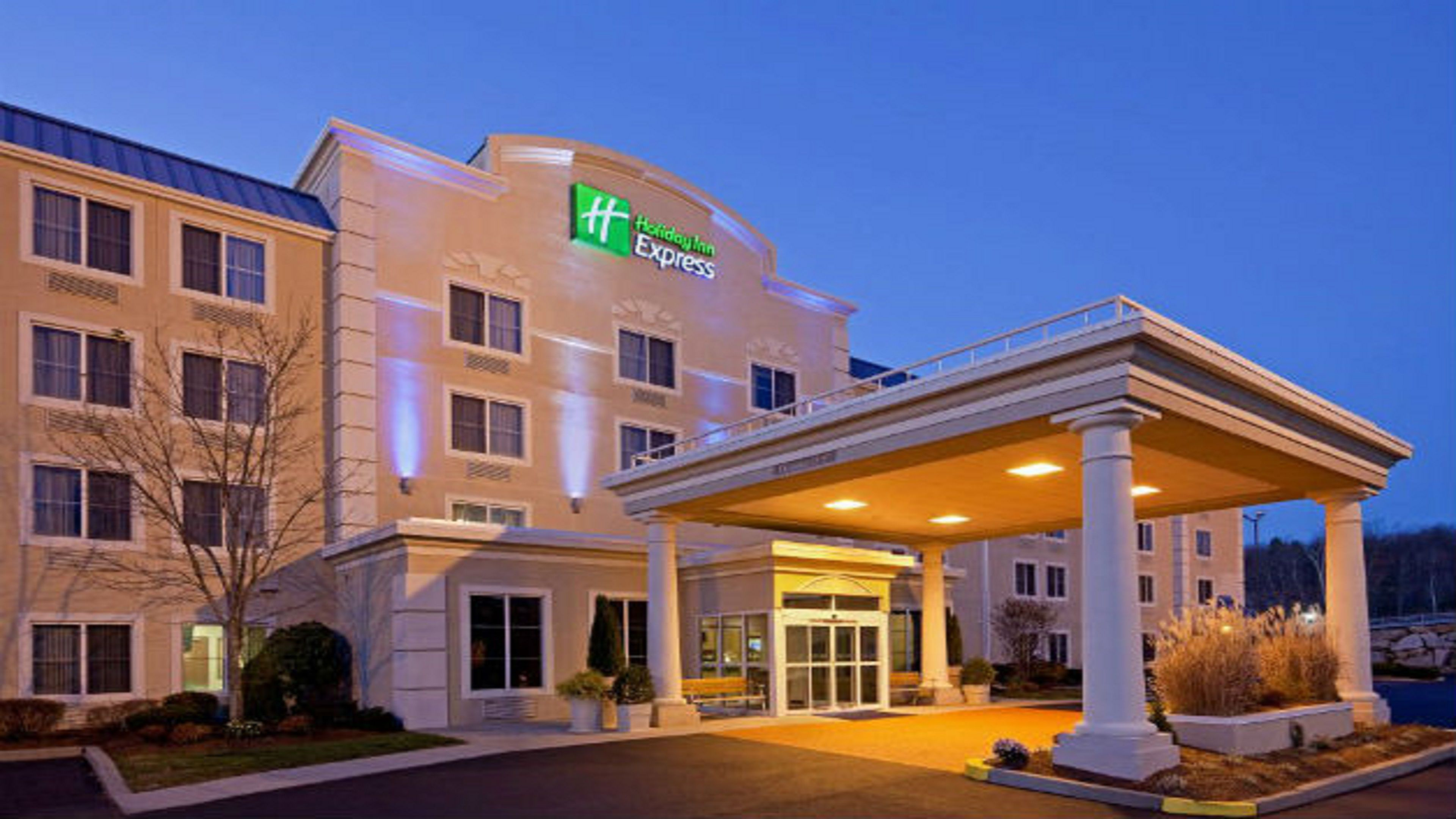 holiday inn express suites boston garden boston. Black Bedroom Furniture Sets. Home Design Ideas