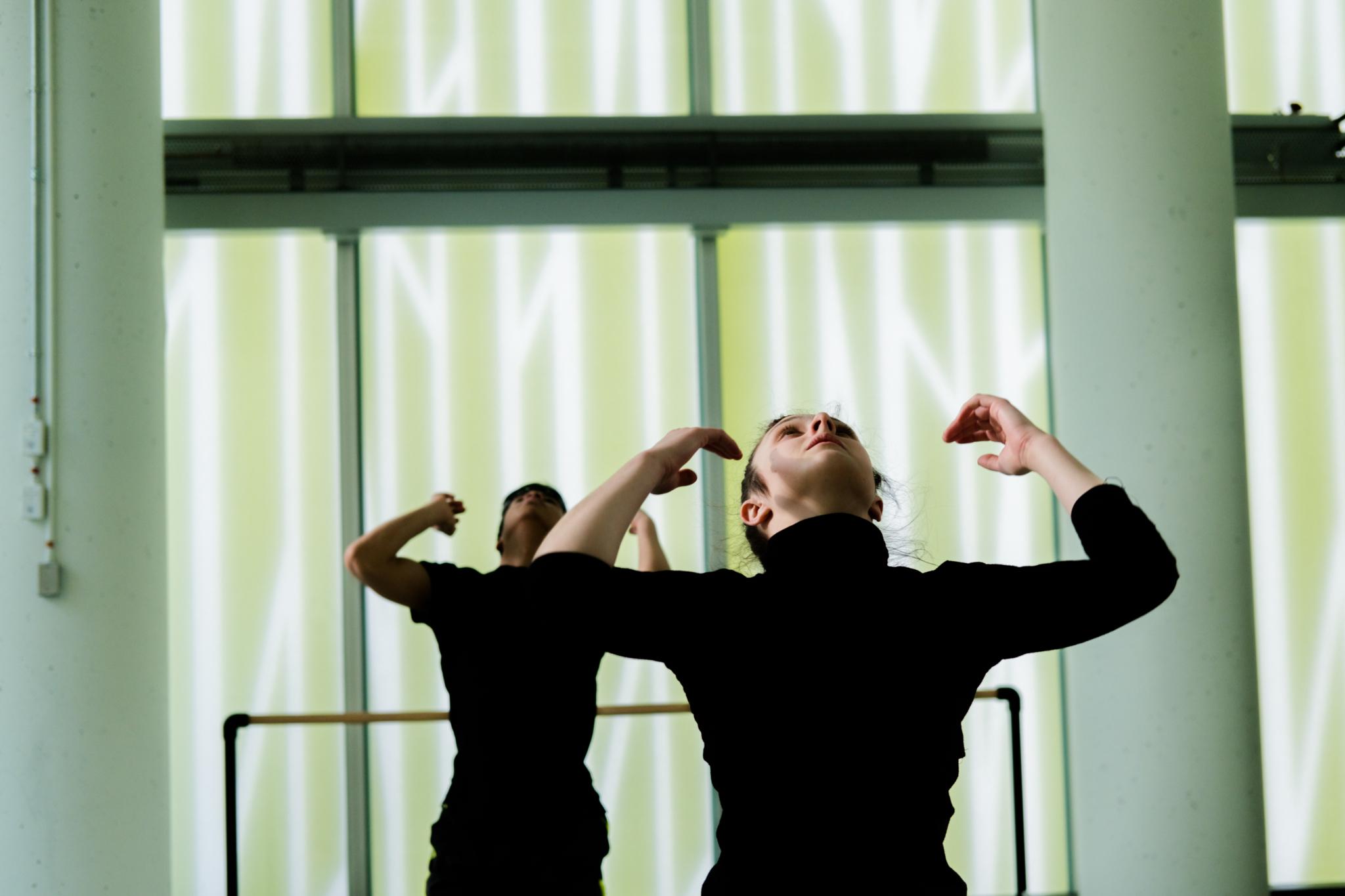 École de Danse Contemporaine de Montréal à Montréal: STUDIO Photo: Adéral Piot Dancers: Thibault Rajaofetra, Angélique Delorme