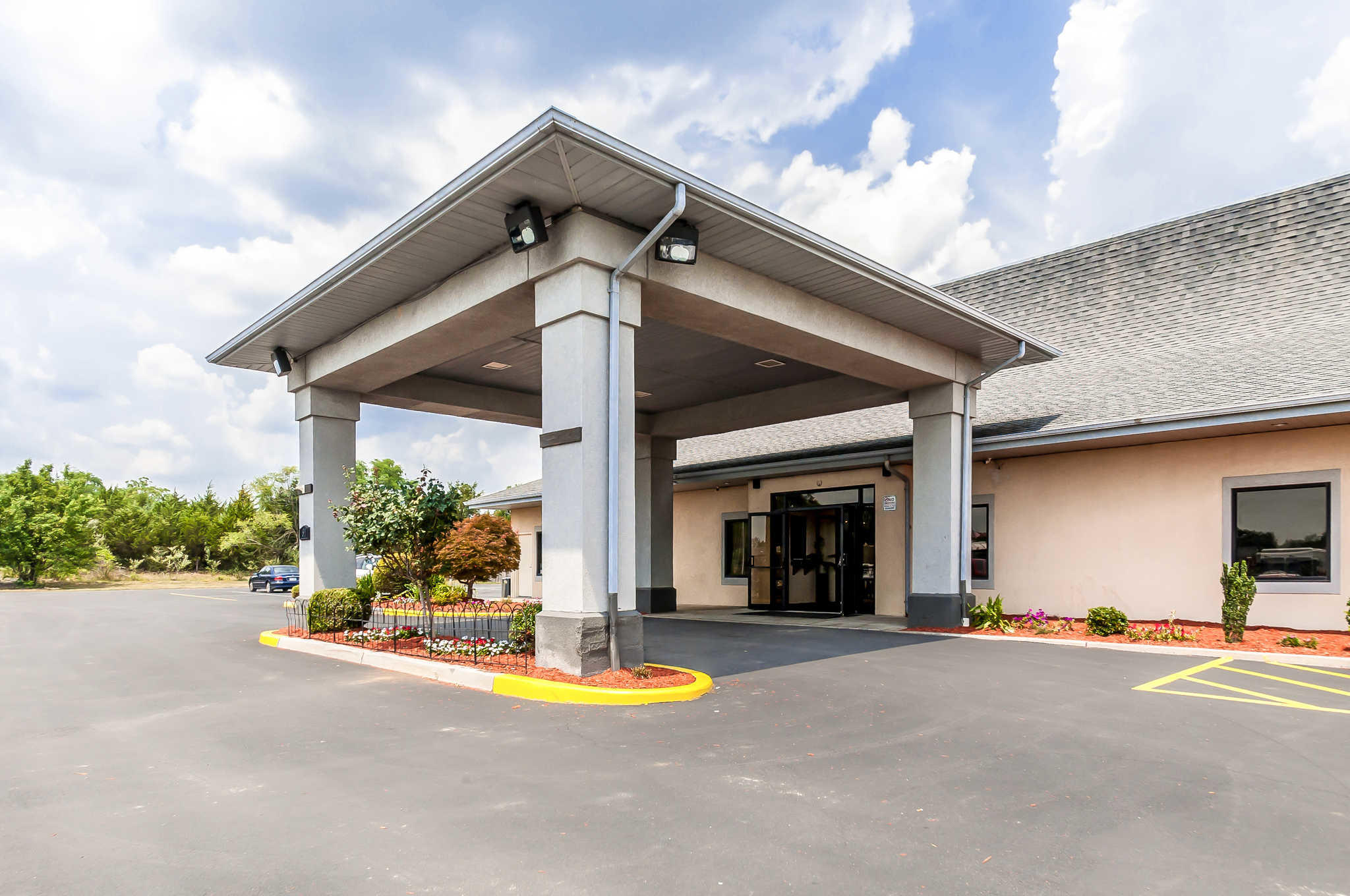 Econo Lodge Inn Amp Suites Middletown Virginia Va