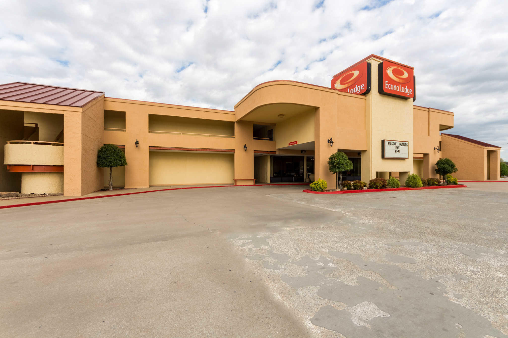 Econo lodge fayetteville arkansas ar for Affordable pools of fayetteville