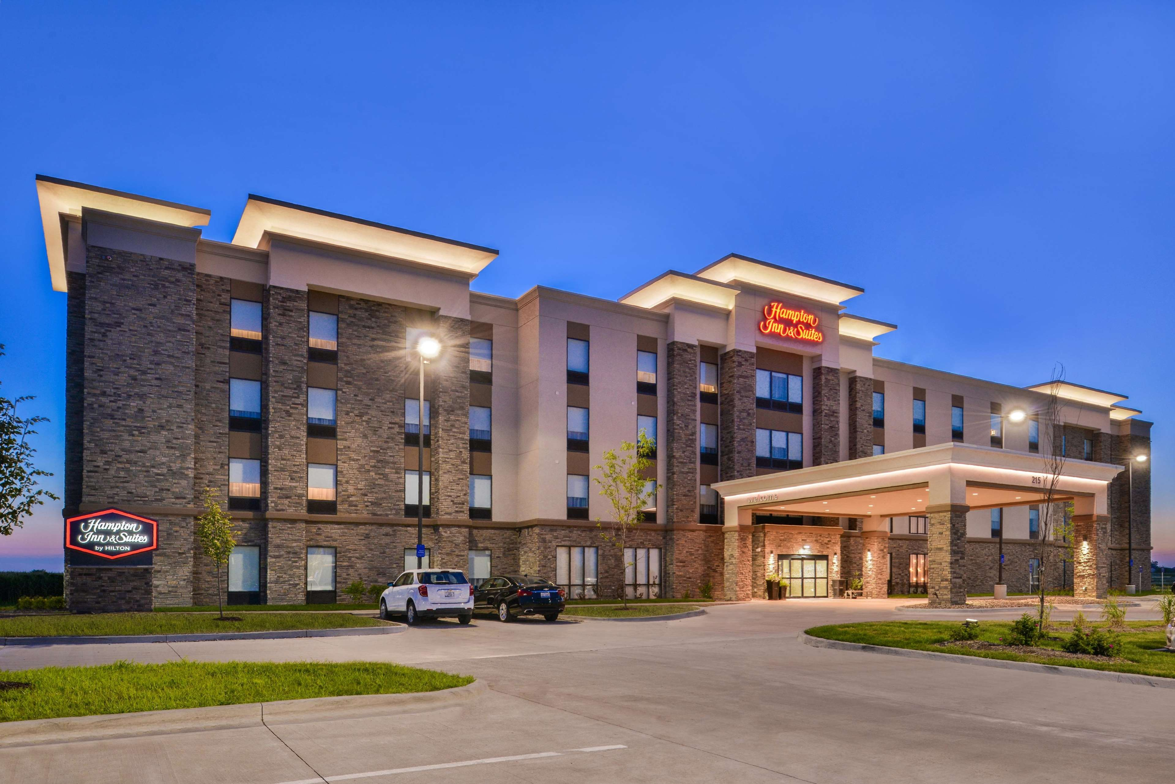 Image Result For Holiday Inn Des Moines