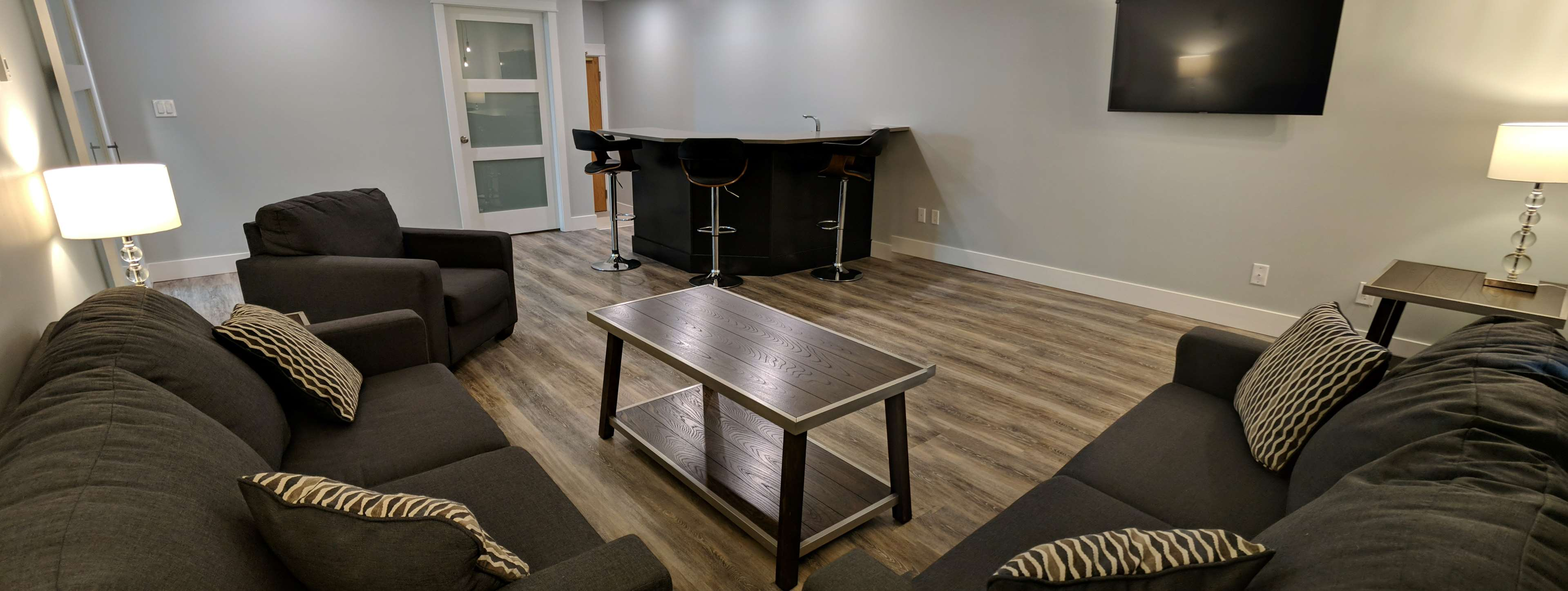 Surestay Hotel By Best Western Chilliwack in Chilliwack: King Suite Living Area