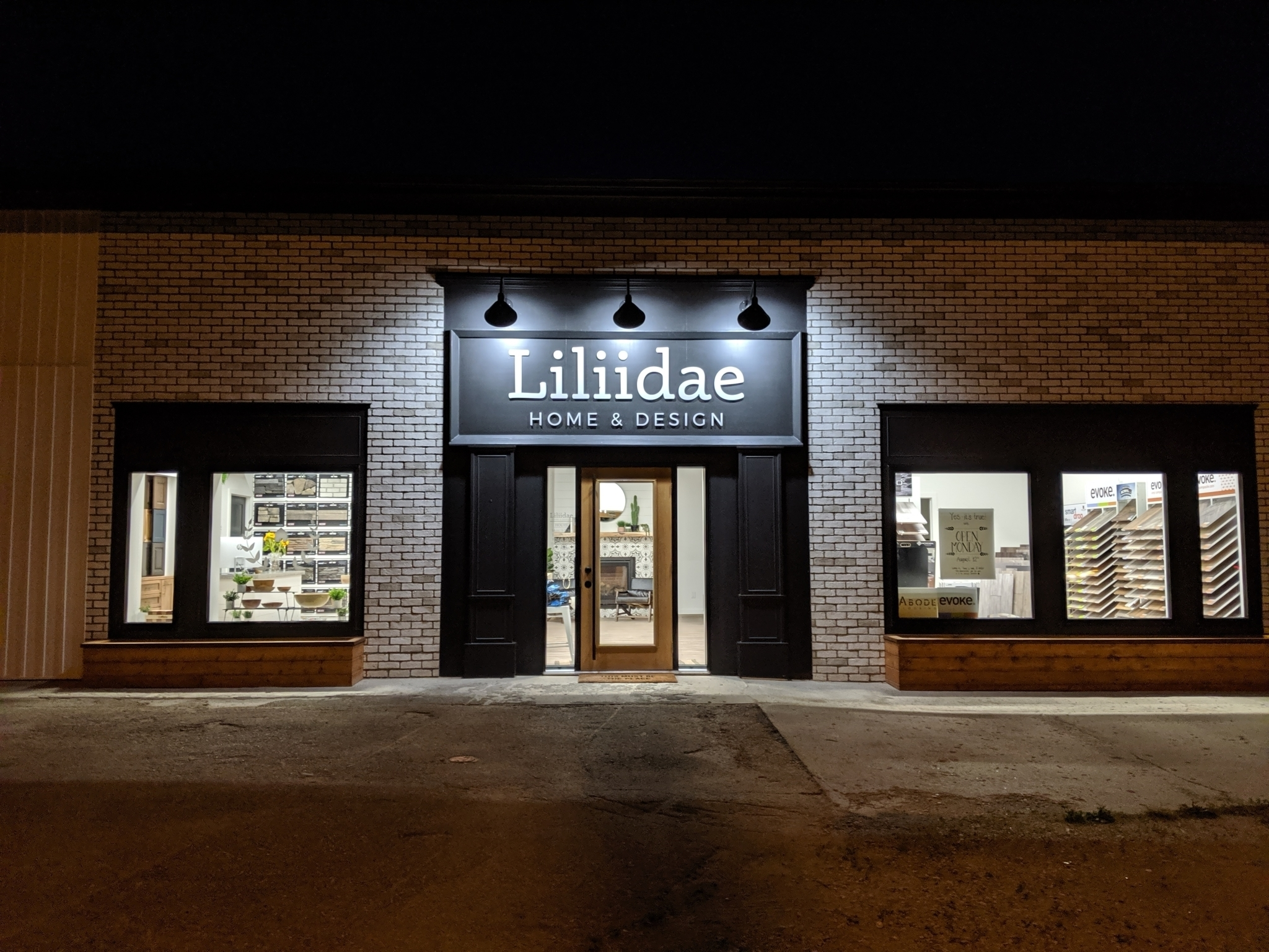 Liliidae Home & Design