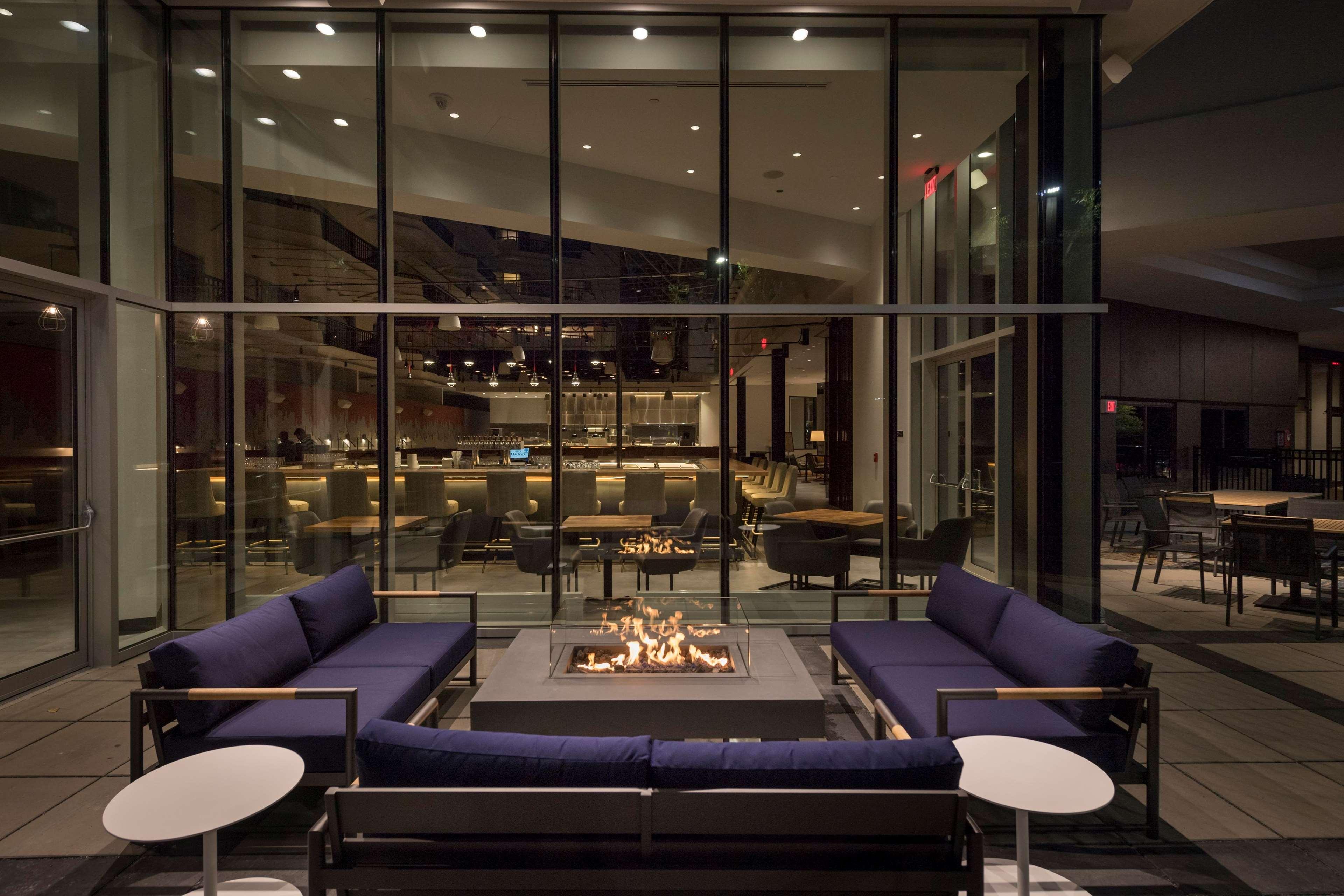 hilton boston woburn in woburn ma 01801. Black Bedroom Furniture Sets. Home Design Ideas