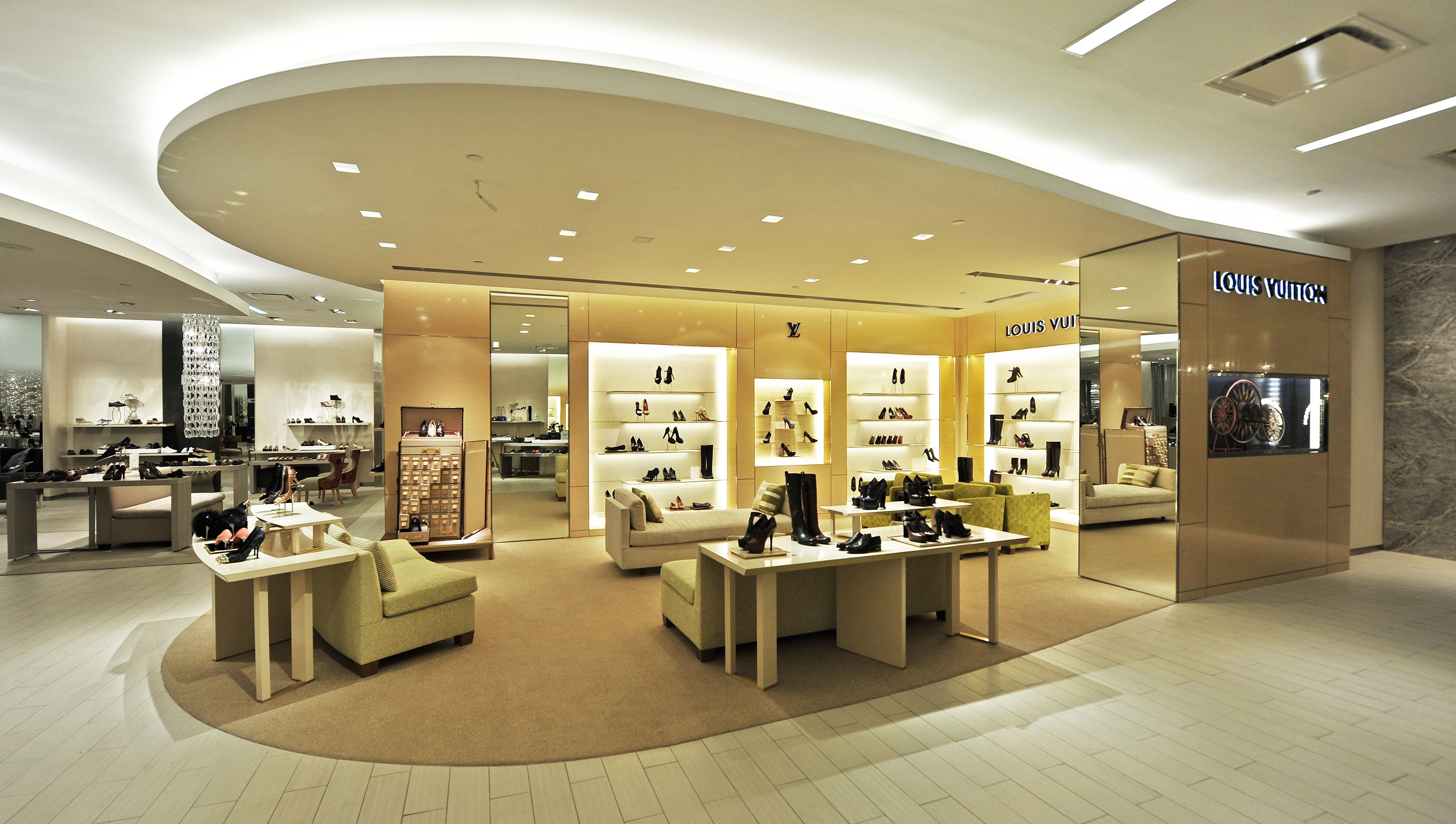 Louis vuitton new york saks 5th ave shoe salon new york for 5th avenue salon