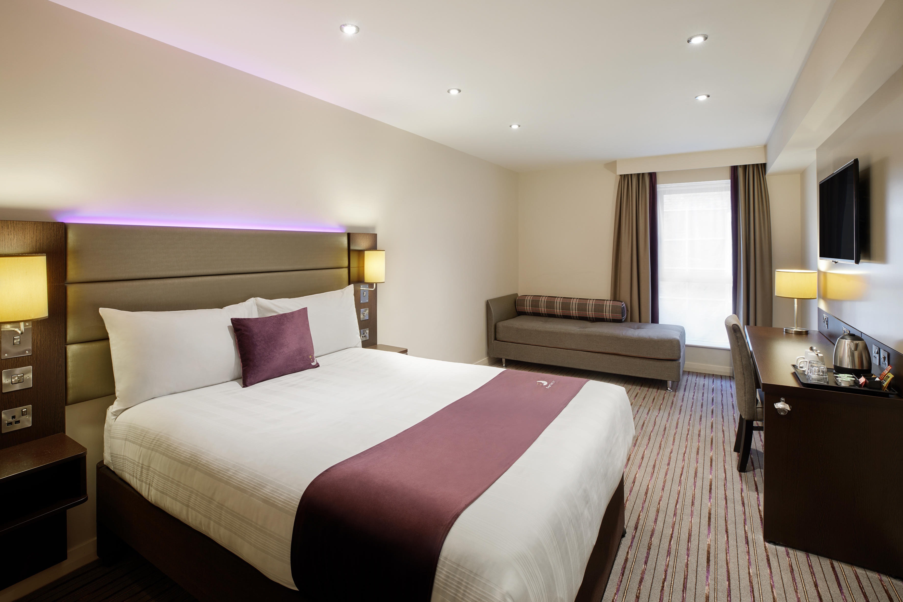Premier Inn bedroom Premier Inn Lowestoft hotel Lowestoft 03333 211281