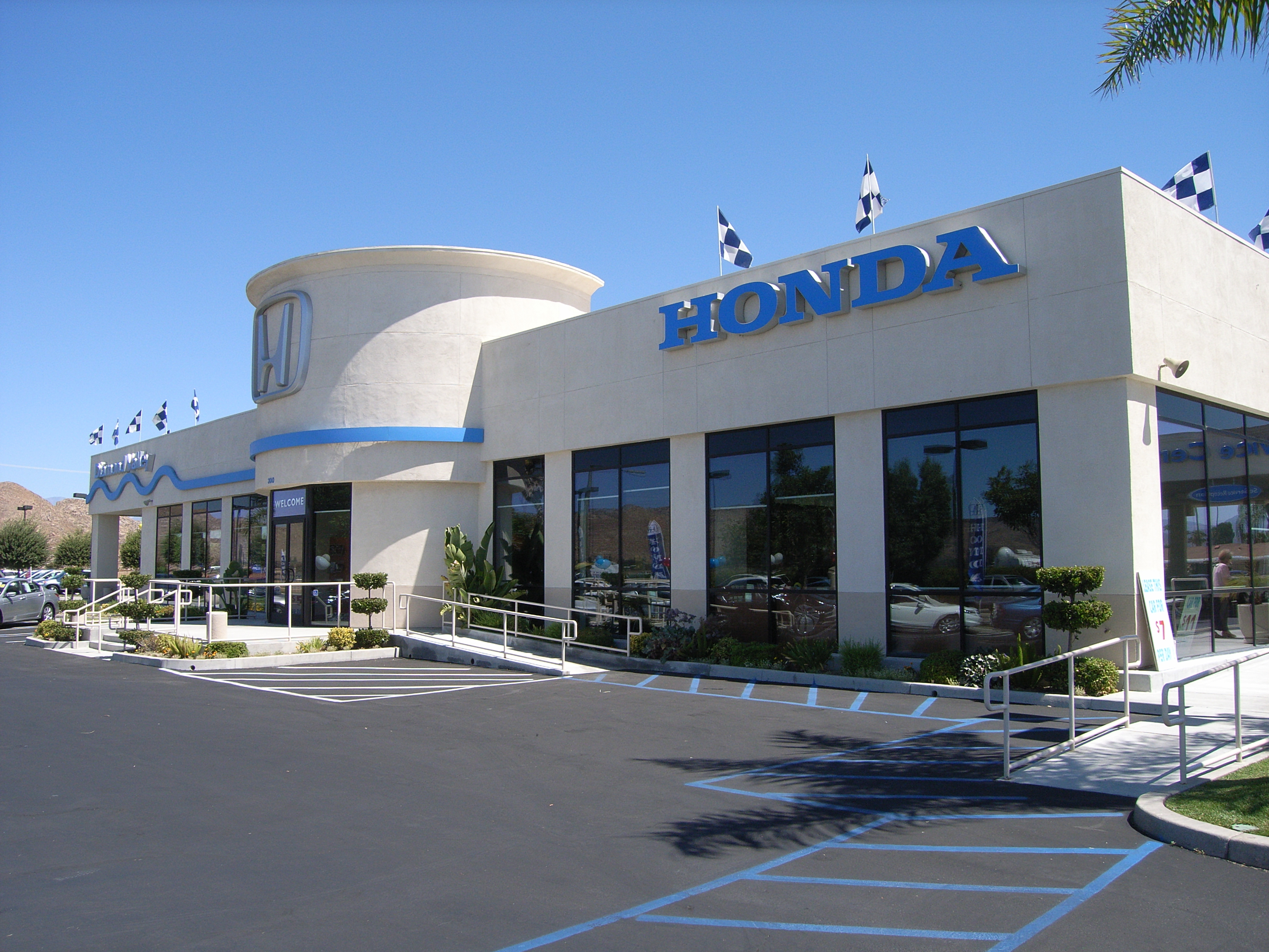 Diamond valley honda in hemet ca auto dealers yellow for Honda dealerships in ri